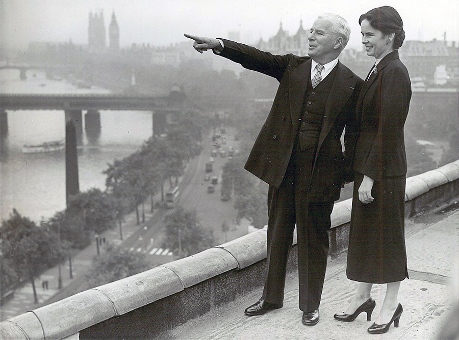 Charlie Chaplin shows his wife Oona the view of London from the roof of The Savoy, during their first visit to London together in the 1950s