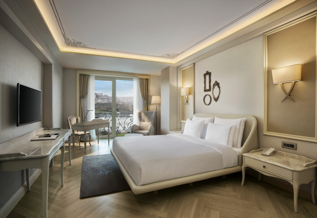 Deluxe King Room at Lazzoni Hotel Istanbul